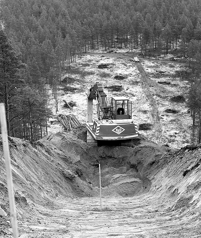Ramlos bygger hoppbakke i Storegga i slutten av 1970-åra.